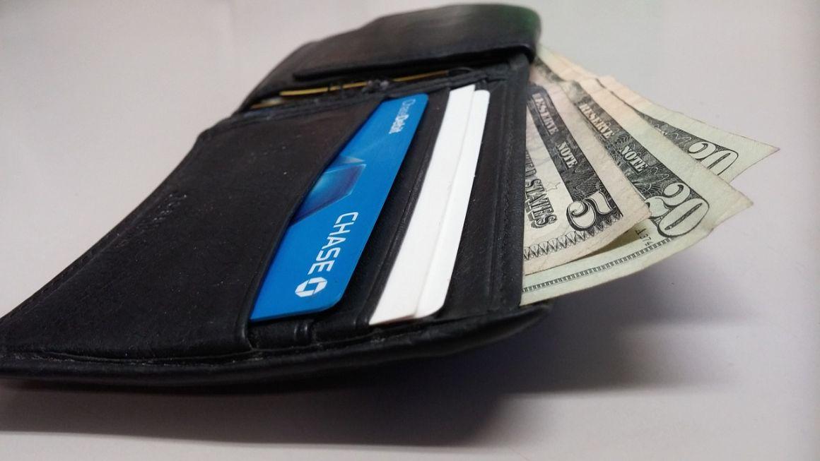 Ripple kaufen Geldbörse mit Scheinen drin